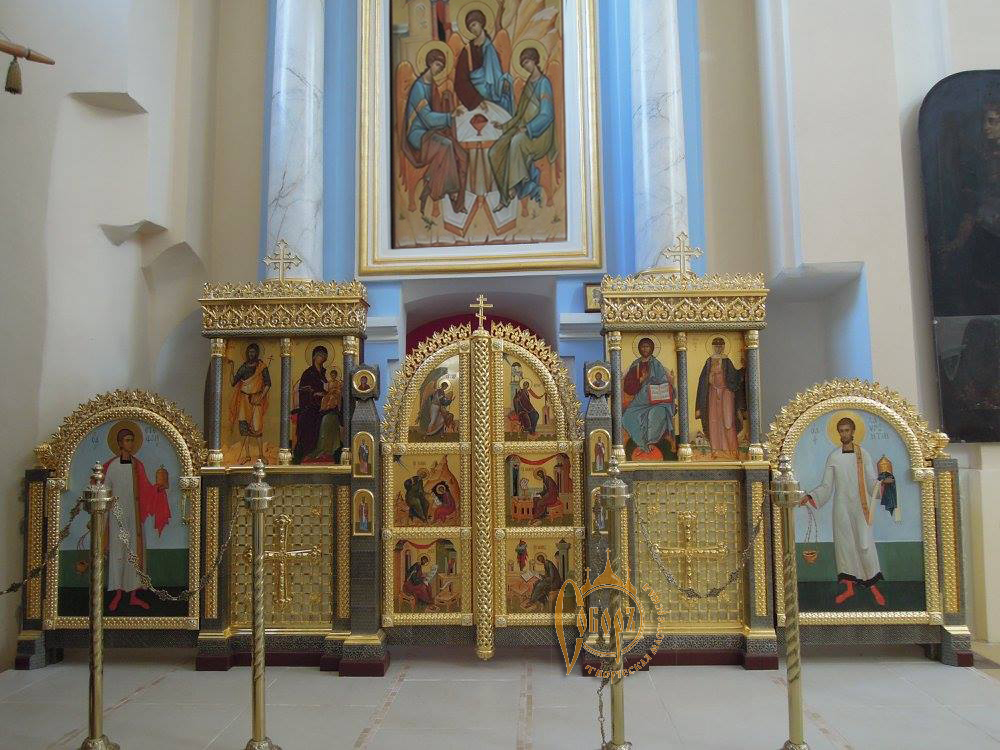 Небольшой придельный иконостас храма Свято-Покровского Монастыря г. Толочин