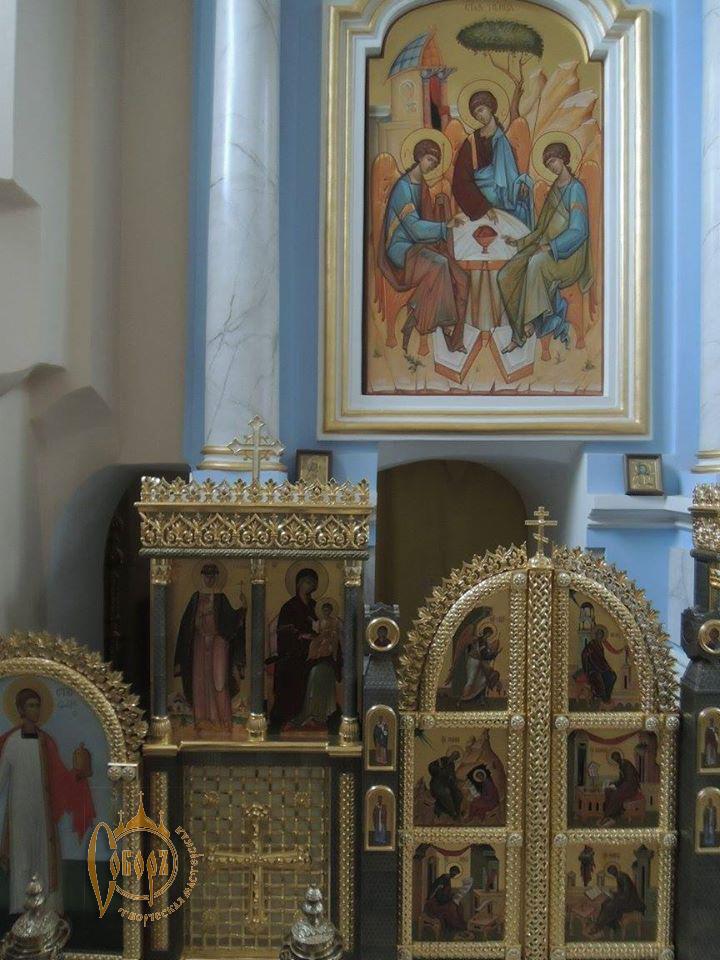 Небольшой придельный иконостас храма Свято-Покровского монастыря г. Толочин 2016г