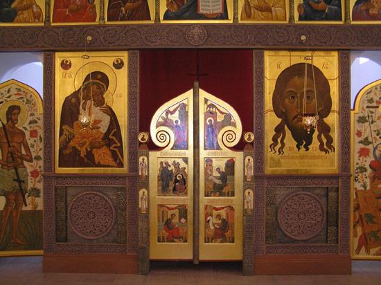 Иконостас в храме в честь Рождества Христова в с. Рыбушка Саратовской обл.2006г.