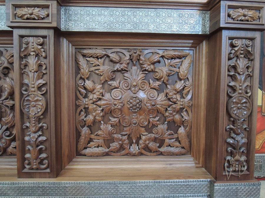 Иконостас в  храме в честь св. Александра Невского (г. Москва) 2012г