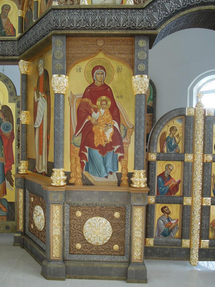 Иконостас в  храме в честь преп. Сергия Радонежского в Тарасово 2013г
